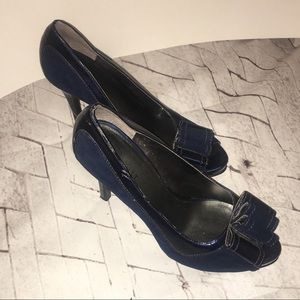 Nine West Navy heels with bow size 9